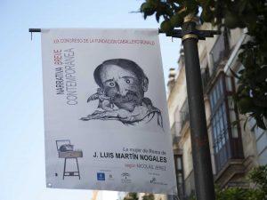 La calle Larga de Jerez luce unas banderolas diseñadas por alumnos y profesores de la Escuela de Arte